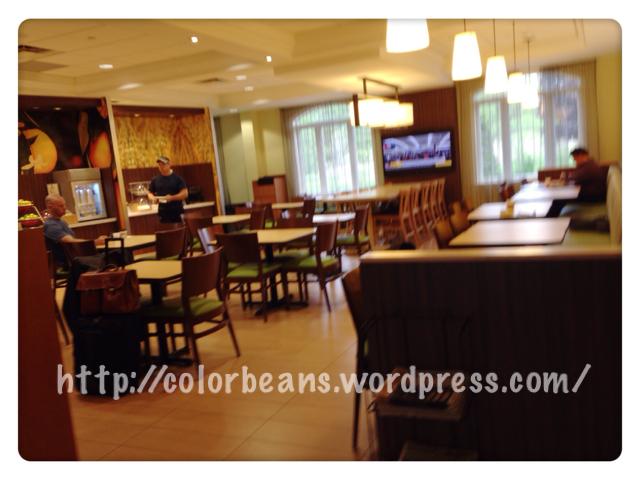 簡單乾淨的餐廳