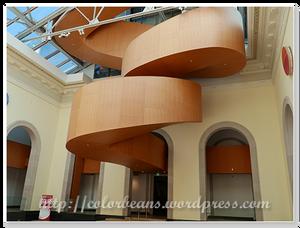 大廳中的迴旋樓梯
