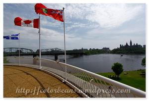 Parliament Hill(右)和Alexandra Bridge(左)一起入鏡,ㄎ