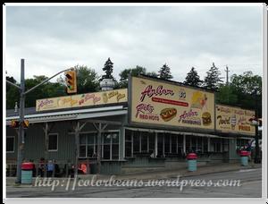 The Arbor是Port Dover知名的hot dogs店