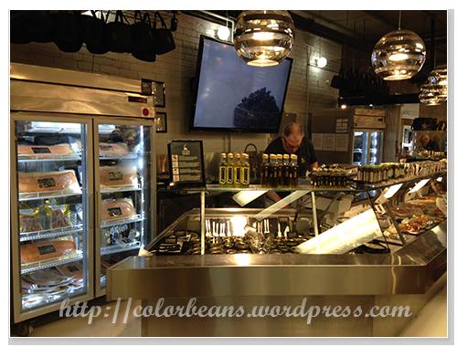 看起來很高級的店專賣魚子醬和煙燻鮭魚