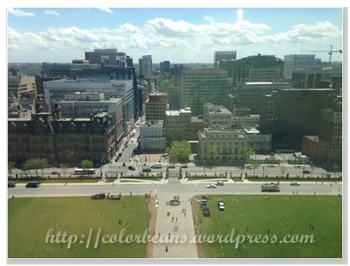 南邊 - Parliament Builings的正門大草皮&Ottawa市區