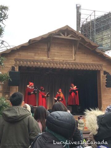 Santa's House有表演
