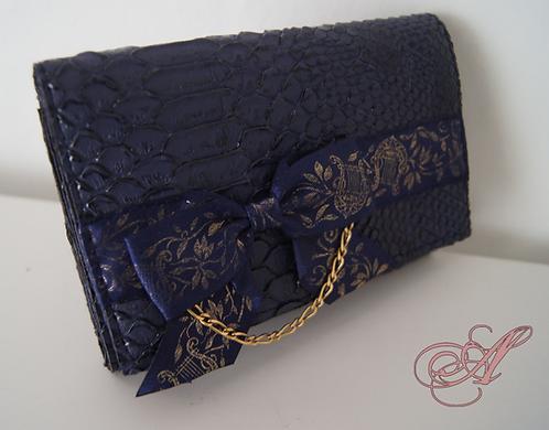 Portefeuille bleu marine à chaînette dorée