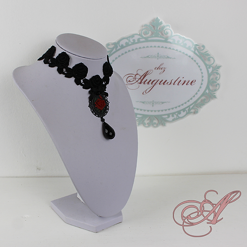 Collier dentelle collection Jane Avril