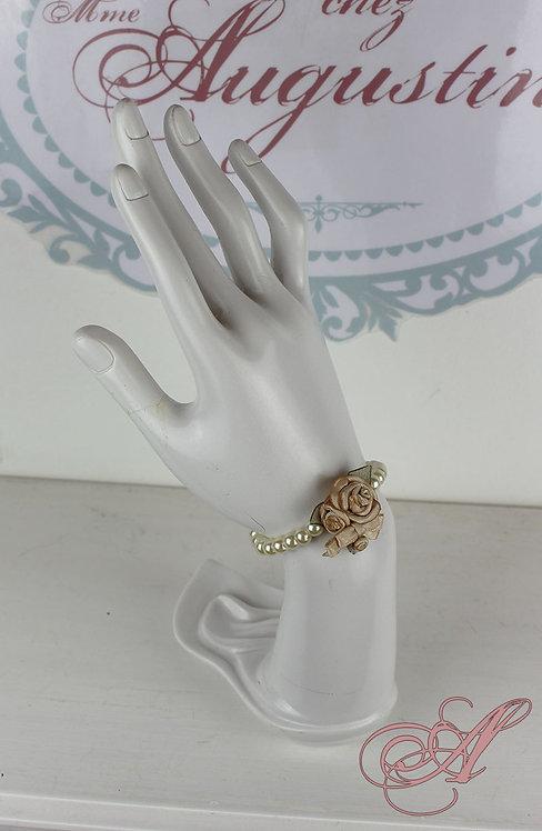 Bracelet fleur brodée