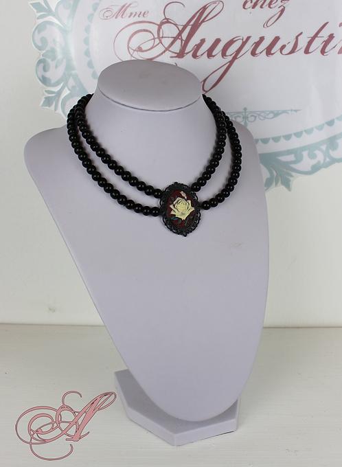 Collier camée perles noir