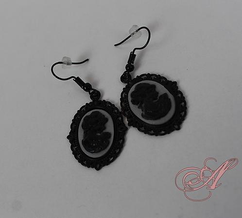 Boucle d'oreille camée support noir