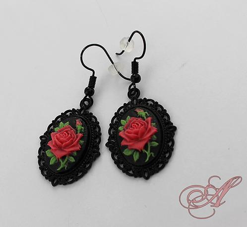 Boucles d'oreilles camée fleurs support noir
