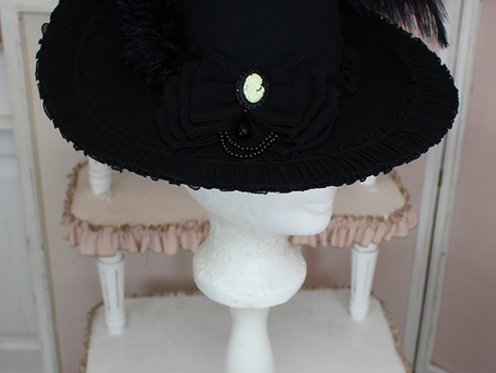 Chapeau collection Louise d'Épinay en noir !
