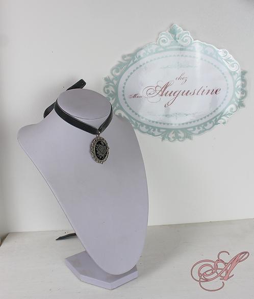 Tour de cou avec camée, ruban de velours