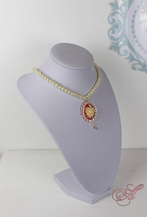 Collier camée et perles support rose