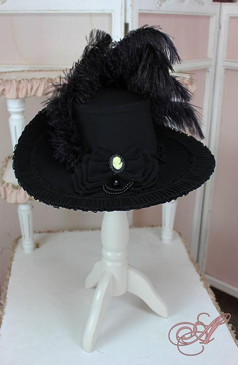 Chapeau noir collection Louise d'Épinay