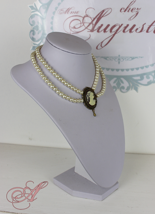 Collier camée et perles support bronze