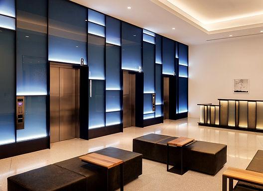לובי מעליות בבניין משרדים