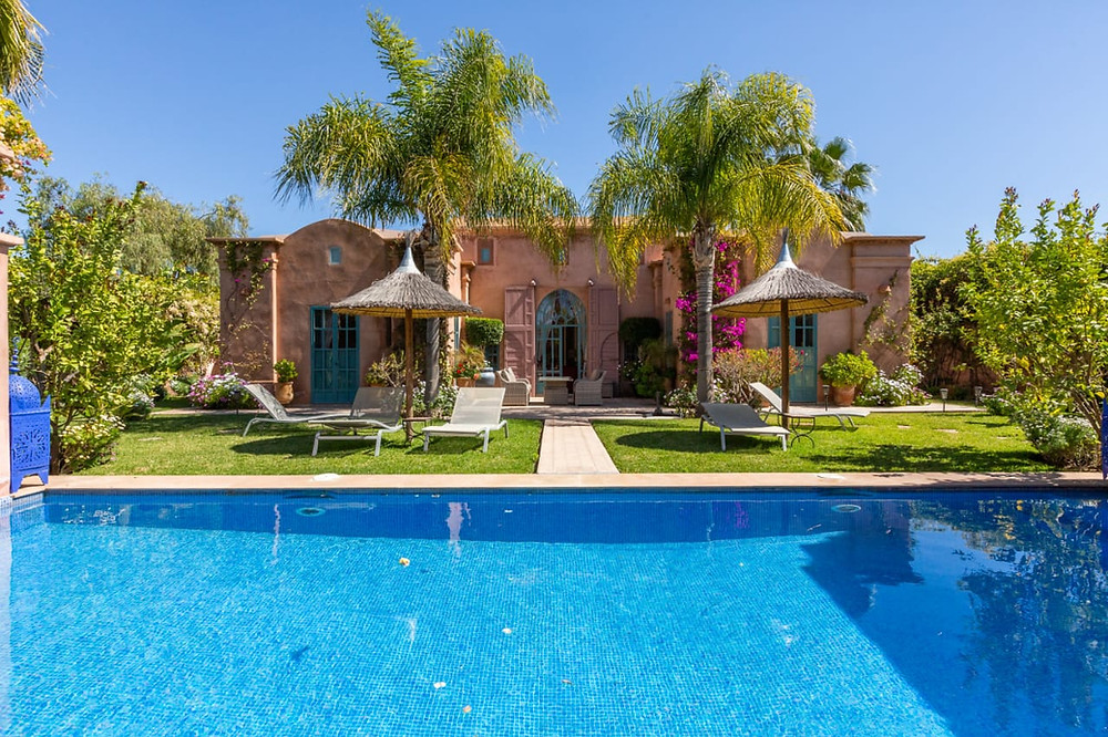 Dans un domaine privé et gardienné, belle villa de 4 chambres à la vente