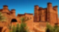 Excursion location vacances marrakech: PALMA MARRAKECH est une résidence de location de vacance dans un domaine proche de la palmeraie. Des villas de plain-pied de 3 ou 4 chambres en location, avec piscine dans un parc à proximité du jardin Majorelle. Les maisons sont toutes équipées pour un séjour touristique ou professionnel. PALMA MARRAKECH est à 10 minutes en voiture du golf royal et d'Amelkis. La résidence touristique PALMA MARRAKECH est un domaine avec de très jolies villas luxueuses, située à 8 kilomètres de Marrakech au cœur d'une ancienne oliveraie absolument superbe. Comme une maison de campagne très gaie à l'écart de l'agitation de Marrakech, un lieu idéal pour des vacances au soleil en famille ou entre amis. Cette luxueuse villa est située à quelques minutes des remparts de Marrakech, sur le circuit de la Palmeraie. Parfaitement agencée et soigneusement décorée la maison est un havre de paix au coeur d'un jardin luxuriant équipée d'une piscine et d'un hammam.