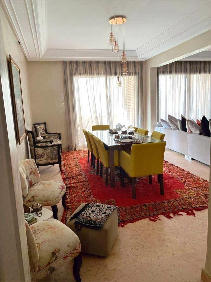 Dans copropriété de standing, grand appartement meublé à vendre sur Marrakech Almazar