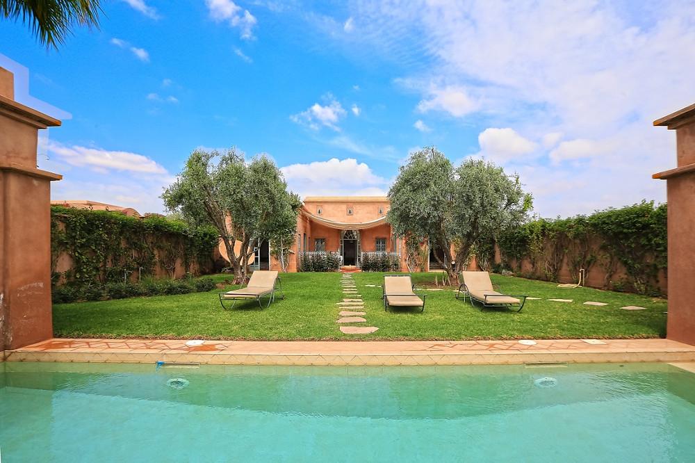 Les étrangers peuvent acheter un bien avec une AVNA ou bien dans une résidence touristique.