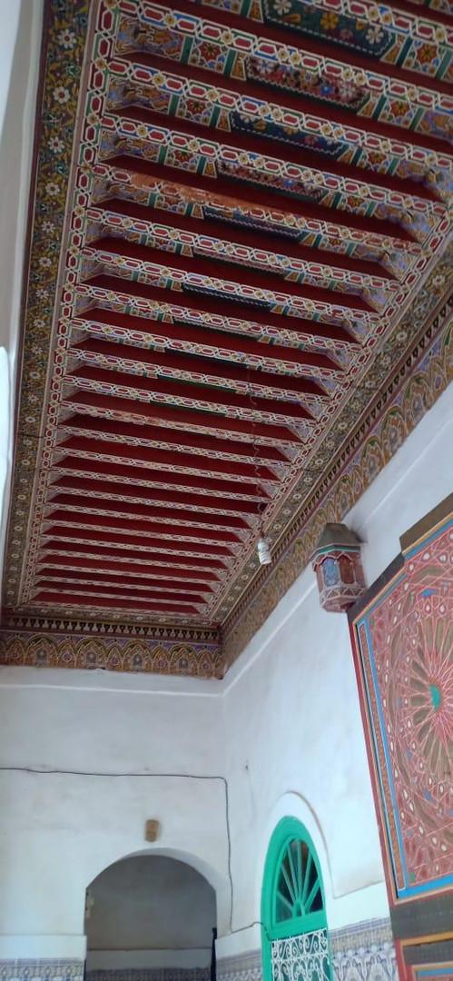 Très beau plafond décoré à la main