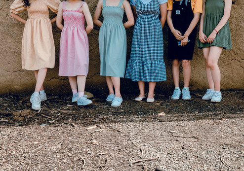 adult-child-dress-1140907.jpg