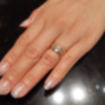 キャンペーン当選者の指輪をつけている手