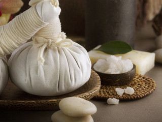 What is Thai Herbal Poultice Massage and Benefits?
