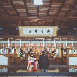 高山護国神社 拝殿.jpg