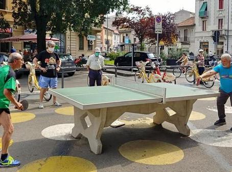 """Ecco una nuova """"Piazza Aperta"""": aree pedonali, ping pong e picnic in via Toce"""