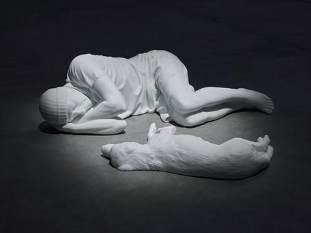 A Milano arriva la nuova mostra di Maurizio Cattelan: tutte le informazioni