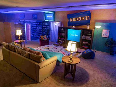 L'ultimo Blockbuster al mondo diventa struttura Airbnb con divano letto, snack, pizza e film