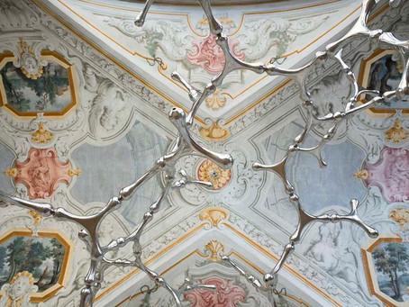 Il Museo del Novecento di Milano ospita una mostra di Loris Cecchini