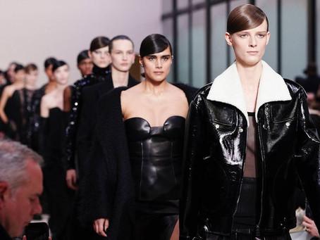 Valentino sposta la sfilata da Parigi a Milano: appuntamento durante la Fashion Week