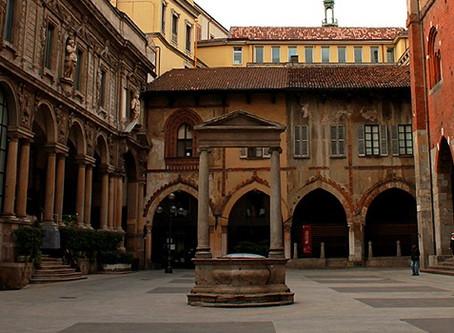 Terminati i lavori in piazza Mercanti: dopo tre anni rimossi ponteggi e impalcature