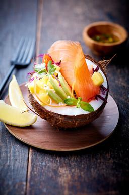 Salade saumon fumé à la noix coco