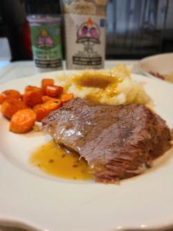 Roast beef seasoned with SPG & Essence of Onion, mashed potatoes & carrots seasoned with SPG