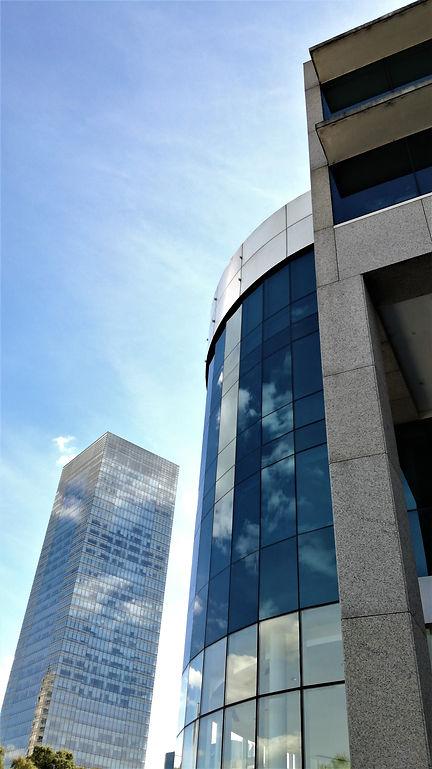 Edificio moderno (modernizacion tecnologica de ascensores)