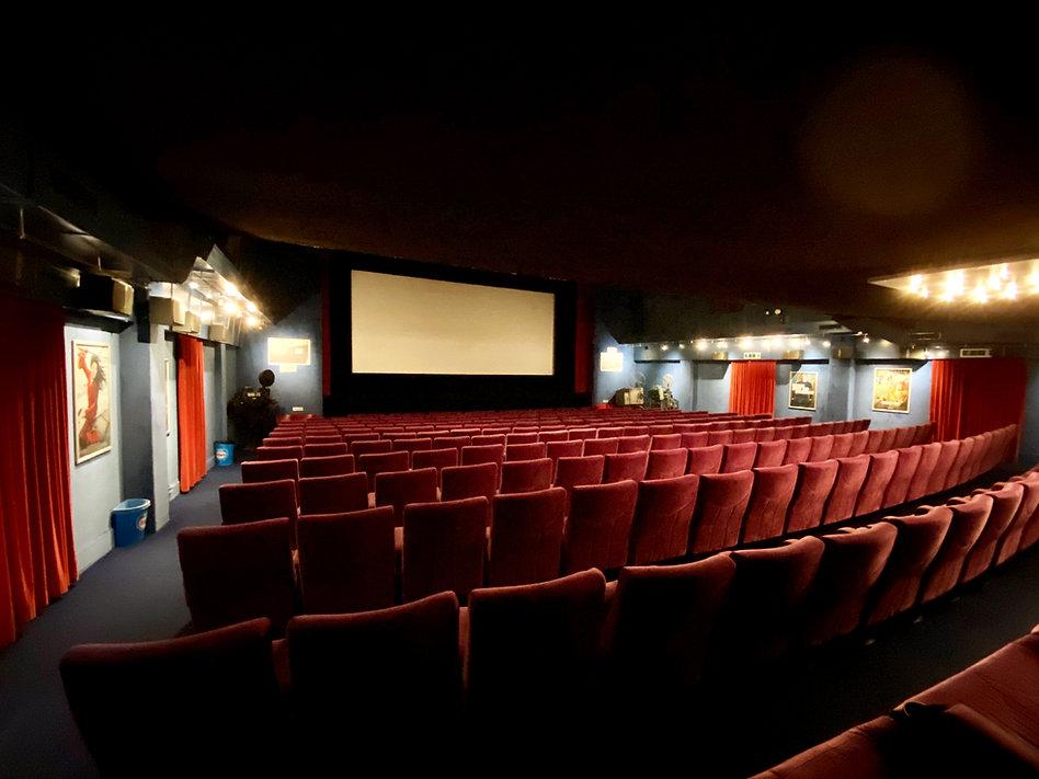 Palace 1 Kinosaal.jpg