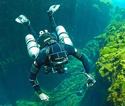 sidemount-diver.jpg