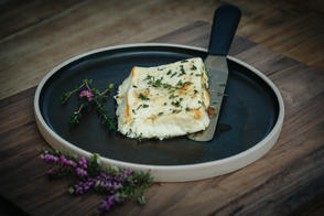Feta baked in honey and thyme