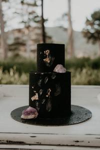 Vintage Halloween inspired wedding styled shoot, black moody wedding cake.
