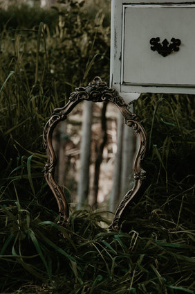Vintage Halloween inspired wedding styled shoot, vintage mirror decor.