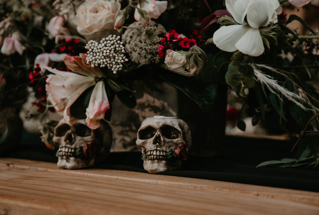 Vintage Halloween inspired wedding styled shoot, skull table decor and moody floral arrangement.