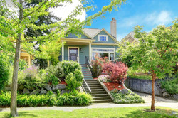 Apr2015-Trulia-Spring-Home-Maintenance-Projects-front-yard