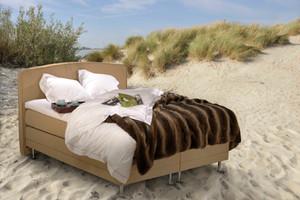 Beeld bed op strand - _FGF0226 kopie_306