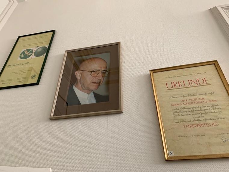 Oorkondes en onderscheidingen Prof. Tomatis