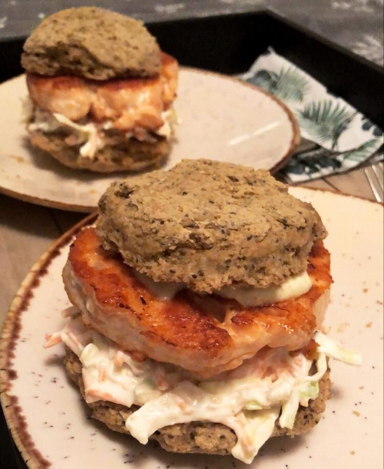 Burgerbrød glutenfri, melkefri, uten gjær, med chiafrø