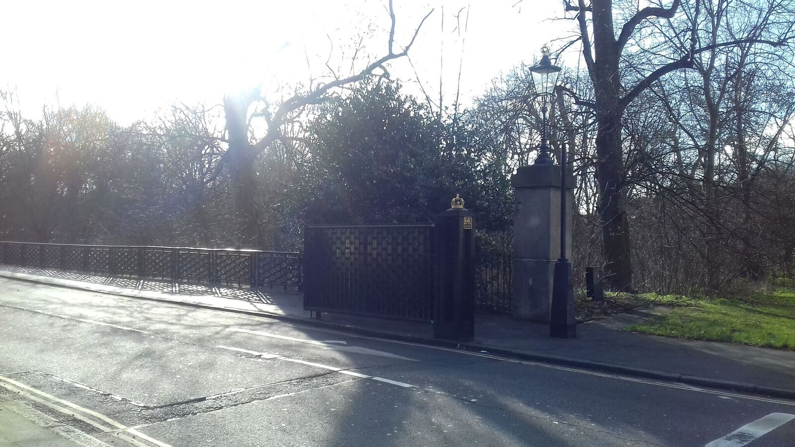 MACCLESFIELD BRIDGE ENTRANCE TO REGENTS PARK