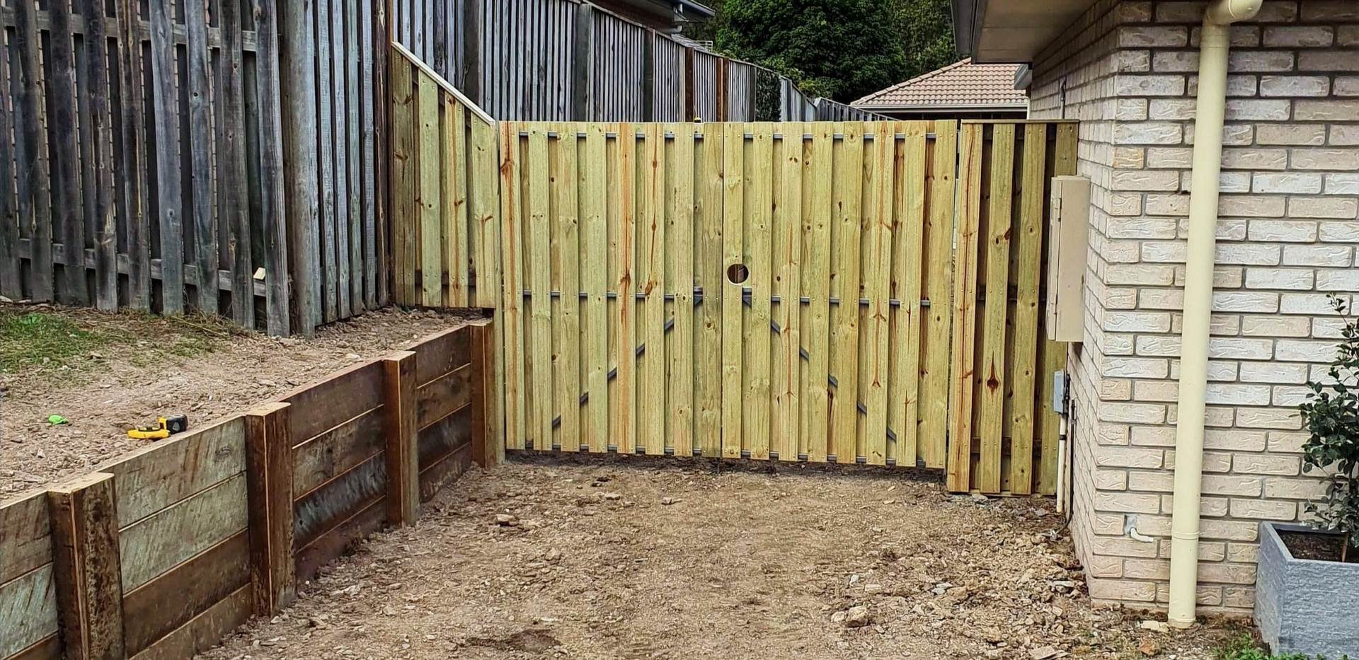 Fencing, side gate & retaining wall