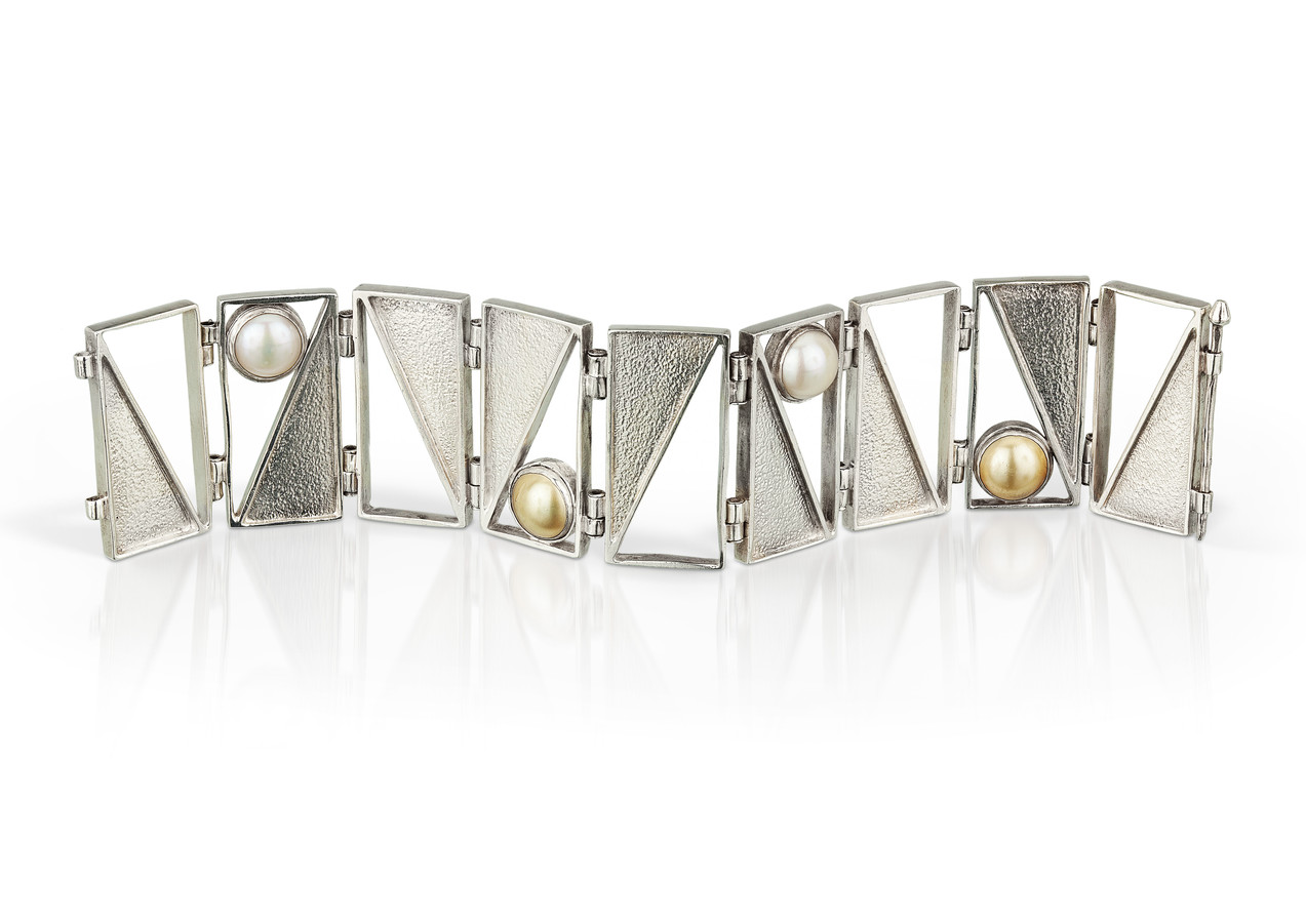 Captured Triangle Bracelet Pearls